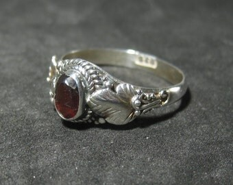 Vintage Sterling Silver Garnet Solitaire Style Ring Size 6.5