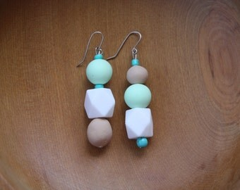 Free shipping in Australia - Asymmetrical drop earrings in mint and wood