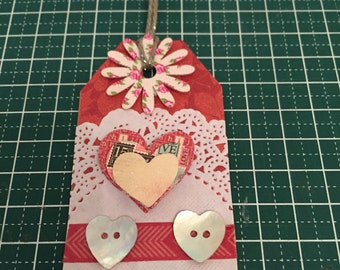 Gift tag Love is all around