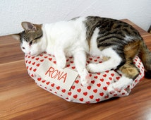 Personalized round Cat bed heart bean bag pillow for pets, animal layer cats dogs with non-slip bottom material filled with bean bag filling