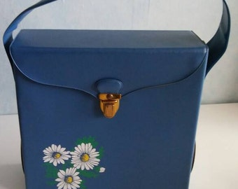 Vintagevinyl 45 rpm singles storage carrying case. blue with white flower. 1970s