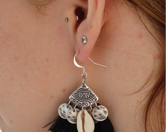 Earrings shell and pompoms
