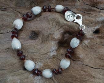 Garnet lotus seed bracelet-Sugati 150