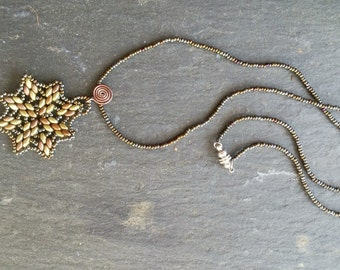 Star medallion pendant necklace in bronze, copper and gold beads