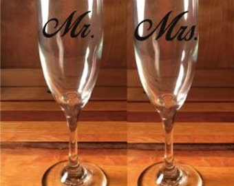 Personalized Wedding Champagne Flutes..set of 2, Toasting Flutes,  Champagne Flutes