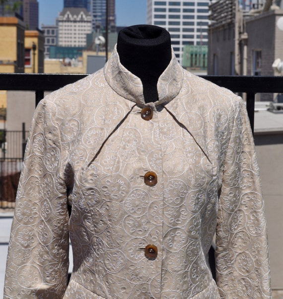 Vintage 90s Cream Colored Embroidered Silk and Linen Women's Shanghai Tang Blazer Sz 8