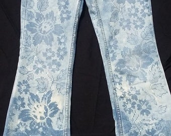 American Eagle Size 0 Long Stretch Flare Jeans with Lace Resist