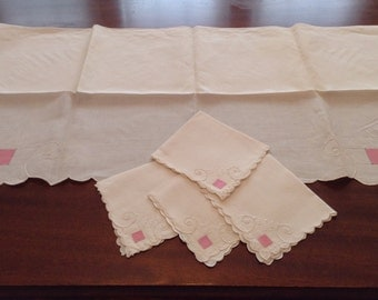Charming Vintage White Linen Table Cloth with 4 matching napkins