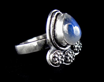 Rainbow Moonstone RIng, sterling silver, gemstone ring, pear stone ring, flower ring, rainbow moonstone jewelry , blue flash flower ring