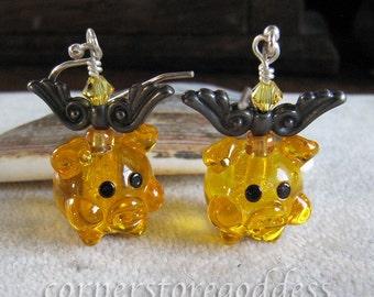 Lampwork Glass Flying Pig Piggie Piglet Earrings by Cornerstoregoddess