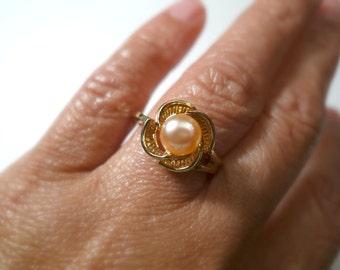Bernardina . light peach cultured pearl ring . ring size 7.5