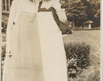 Vintage photo 1920 Beautiful Young Women Affectionate Aprons & Flapper Shoes