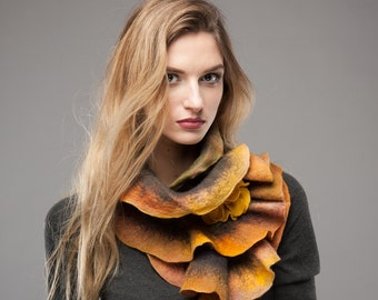 Scarf felt - Ruffled wavy collar - Warm colors mix - Soft merino wool - Gift under 50