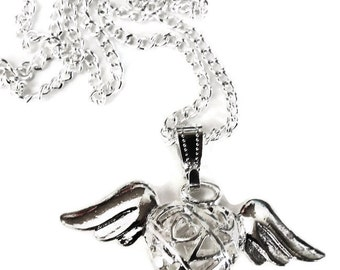 Love pierced design heart with wings pendant and necklace chain 44cm