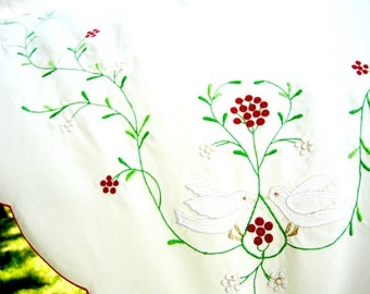 "Vintage Christmas Tablecloth - 64 x 80"" - 1980s"