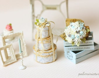1:12 Dollhouse Miniature Round Victorian Gift Boxes and Flower Bouquet