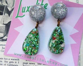 Ooh La La! 1950's inspired dangly doorknocker Silver and  dotty green Confetti lucite vintage style by Luxulite