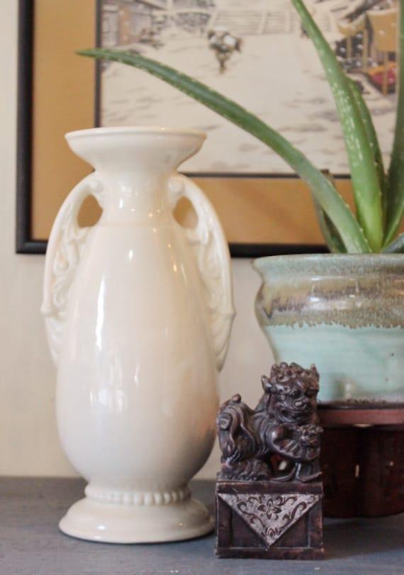 vintage art deco ceramic vase cream usa by ninedoorsvintage. Black Bedroom Furniture Sets. Home Design Ideas