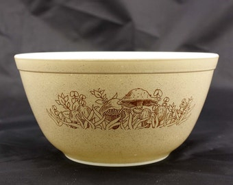 Forest Fancies Pyrex Mixing Bowl - Brown and Tan with Mushrooms - Small 1.5 Liter #402