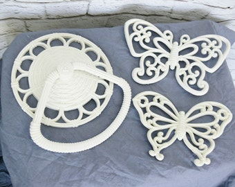 Vintage 70s Towel Holder Butterfly Wall Hanging Set Faux Wicker Cream White Bath Kitchen