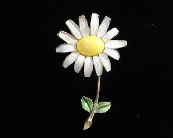 Daisy Flower Brooch- Vintage Weiss Brooch- Yellow & White Floral Brooch- Vintage 60s Brooch, Gold Metal, Daisy Pin, Enamel Flower Brooch