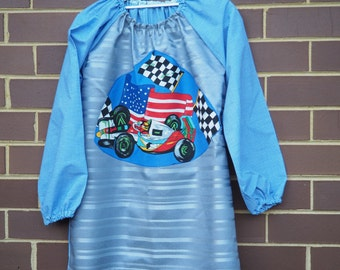 Age 9 to 12 kids craft apron, kids art smock, long sleeve waterproof front. Grand Prix.