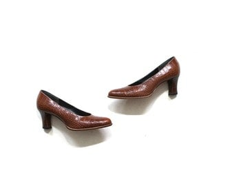 Vintage Leather Heels 5.5 / Whiskey Leather Heels / Embossed Leather Pumps