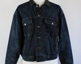 Acid Wash Denim Jacket. Distressed Acid Wash Trucker Jacket. Leather Collar. Vintage. Mens  Medium.  GOGOVINTAGE. FREE SHIPPING