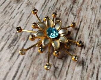 Vintage Rhinestone Flower Pin - Aqua Rhinestone Brooch - Turquoiseo Rhinestone Pin - Rhinestone Starburst Pin - 1960s Rhinestone Pin