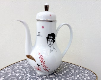 Vintage teapot with Marguerit #16130