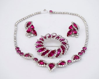 Vintage Weiss Rhinestone Parure Necklace Earrings Brooch Pin Fuschia Dark Pink Raspberry Fully Signed Beautiful Set