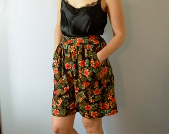 Vintage 80's flowy long pleated shorts with floral print, high waisted shorts, size medium