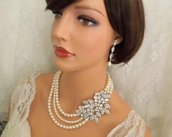 Bridal Pearl Necklace Ivory swarovski Pearls Wedding Pearl Necklace Bridal Rhinestone Brooch Necklace Statement Bridal crystal Necklace CALI