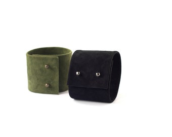 Suede leather cuff bracelet in moss green or black. Black suede leather cuff. Leather bracelet. Leather jewelry. Suede bracelet by imali.