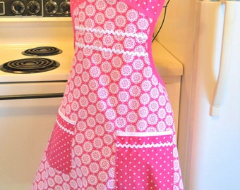 Old Fashioned Vintage Style Apron in Rose
