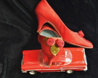 Vintage Womens Shoes 50s 60s Pointed Toe Red Satin Pumps Degas 6.5M Mid-Heel Decorated Costume Distressed as is Christmas Valentine Sadie H