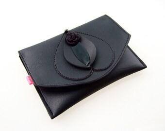 Vulvette  Black Pearl