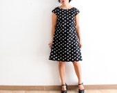 Basic shift dress, modern aline. Cap sleeve, 100% cotton fabric, black retro print. Sizes XS to XL.