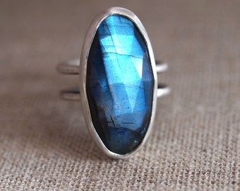 Labradorite Ring. Sterling Silver Ring. Black Moonstone. Statement ring. Rose cut labradorite. Heirloom jewelry. Blue green gemstone.