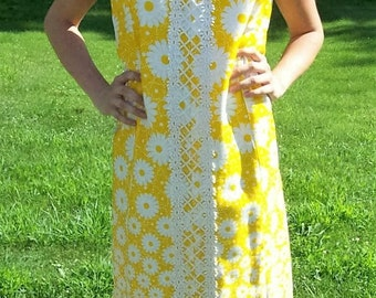 Vintage 1960s Ladies Yellow & White Flower Power Mod Dress by David Crystal Large Only 18 USD