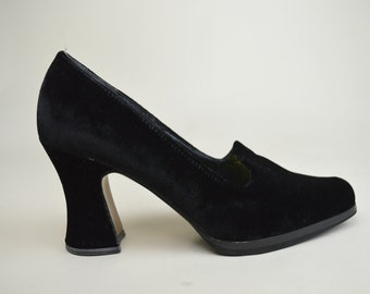 80s 90s Gothic Witchy Black Velvet Low Heel Pointy Toe Curved Heel Loafer Court Shoes UK 6 / US 8.5 / EU 39