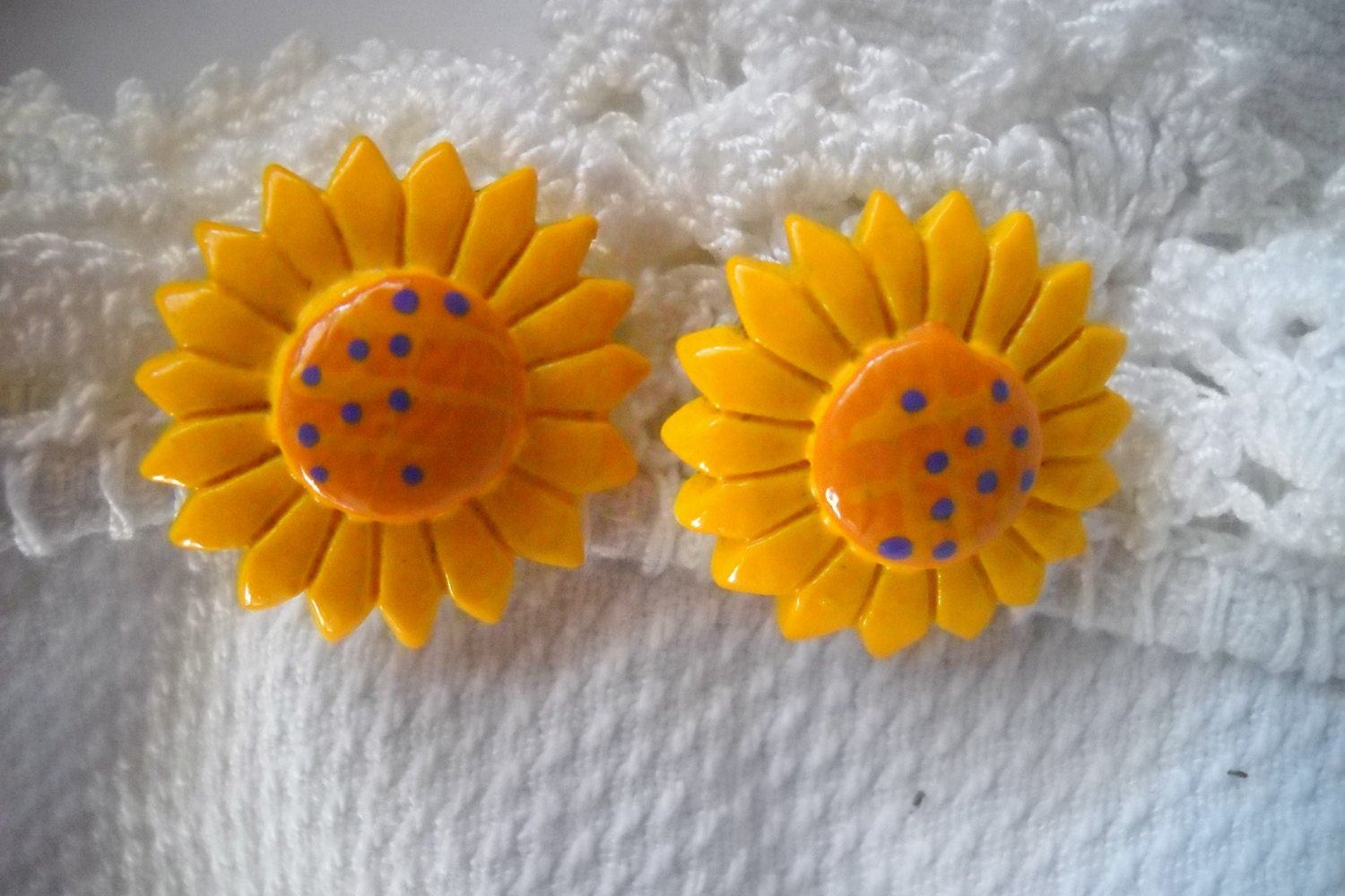 Vintage Plastic Flower Earrings 1960 s Sunflower
