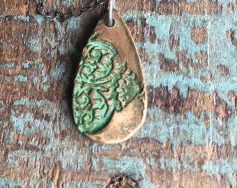 Vergridis lace necklace