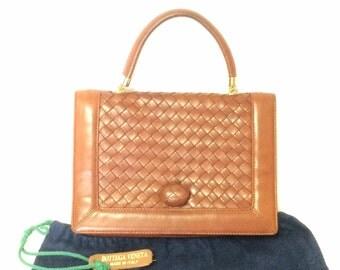 Vintage Bottega Veneta intrecciato brown woven lambskin handbag with matching turn-lock closure.