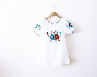 Mexican Shirt / Mexican Peasant Blouse / White Peasant Shirt/ Embroidered Mexican Top