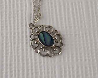 Silver plated Oval Pendant with Abalone Shell on Twisted Link Chain Necklace 1980s