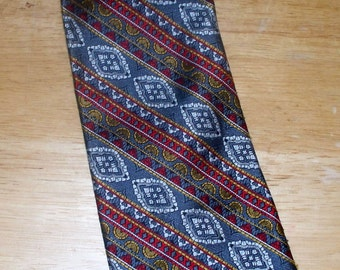 1970s Textured Polyester Men's Tie - Damon - Wide Width - Sold by Sibley's - Grey White Red Gold