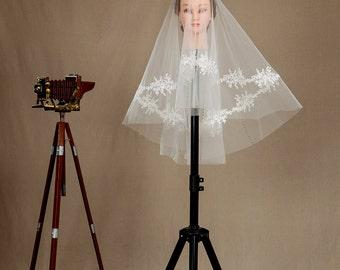 2 layer veil,Bridal veil, Hand sequined veil,Bridal veil, Wedding veil with crystals. White ivory veil, Fingertip veil with comb