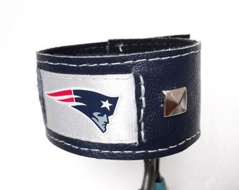 New England Patriots leather bracelet, patriots bracelet cuff, patriots fan sports jewelry braclet, cuff blue leather.