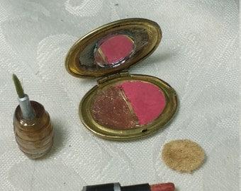 Barbie compact brush. Barbie mirror. Barbie accessories. Miniature compact. Miniature lipstick. Miniature makeup. Miniature brush. Diorama
